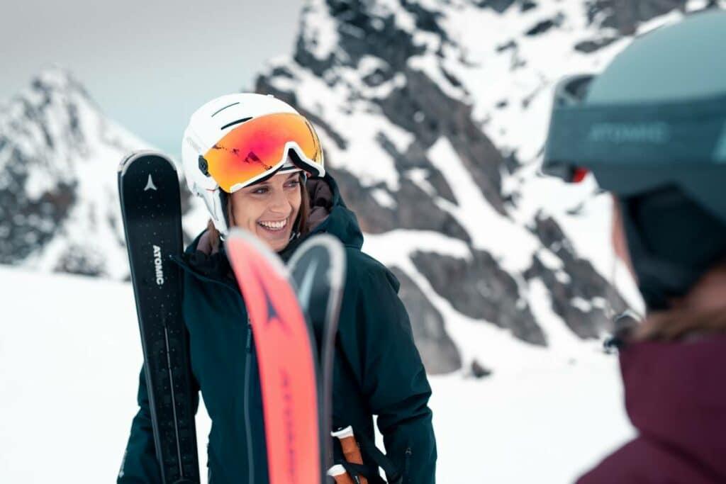 casque ski visiere femme 1024x683 - Casques de ski pour femme